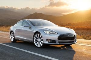 Во встроенном компьютере Tesla появится пока три игры